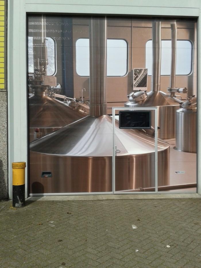 sectionaalpoort met inloopdeur brouwerij