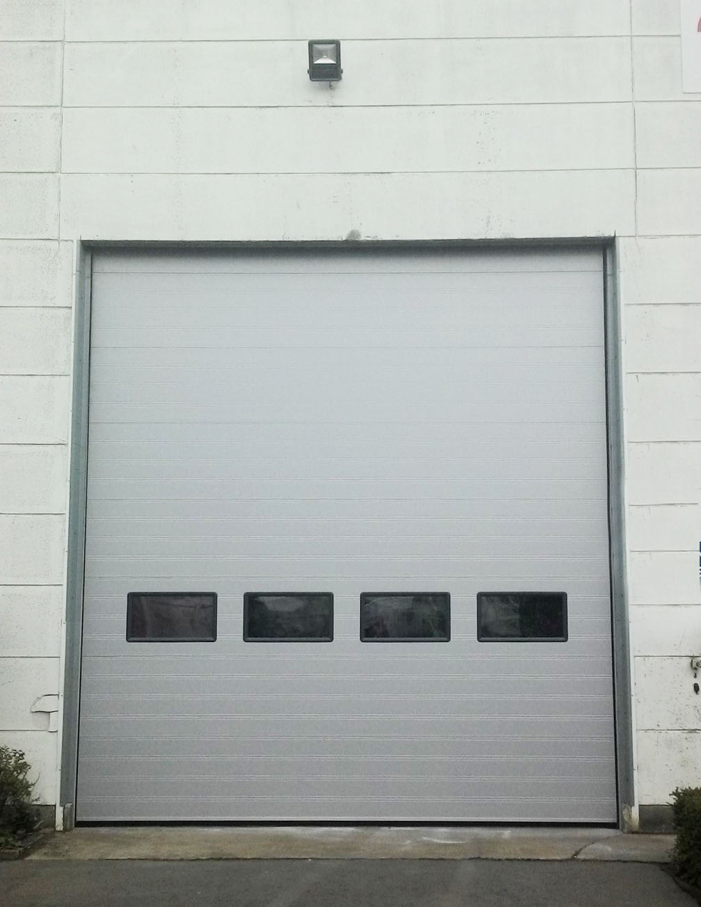 9000F window